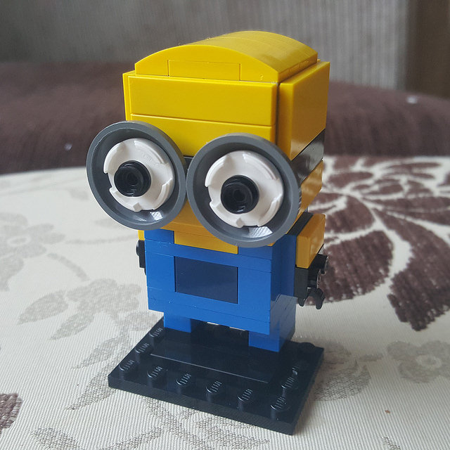 A minion represented in the Lego Brickheadz style