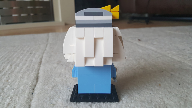 The back of Dumbledore represented in the Lego Brickheadz style